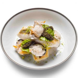 Filet de saint pierre aux coques, légumes de saison, émulsion au citron vert et oeufs de poisson
